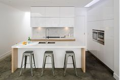 Kādi ir to plusi un mīnusi? Open Plan Kitchen Living Room, Kitchen Redo, Kitchen Design, Kitchen Ideas, Small White Kitchens, Kitchen Small, Bespoke Kitchens, Kitchens Uk, White Gloss Kitchen
