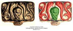 Armătura din bronz a unui car celtic descoperit în Fortificaţia Bobata (regiunea Shumen), în nord-estul Bulgariei, datat în secolul III î.e.n. Dragoni sunt afrontați faţă de reprezentarea Marii Zeiţe - simbol sugerând regenerarea.