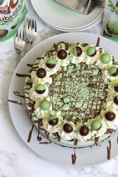 A Creamy, Sweet, and Delicious No-Bake Mint Aero Cheesecake. Chocolate Digestive base, Mint Aero Cheesecake filling, and even more Mint! I'm never really sure what I like more.. Cheesecake, or Chocolate? Like I don't think I can decide between the two. I like chocolate to snack on when I need a sugar rush, I love to bake with chocolate, and everything chocolate is delicious… but cheesecake is cheesecake. I adore it. Therefore, putting the two together in one is the best combination…