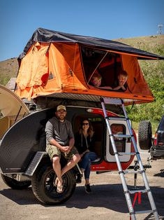 Escapod have presented their new 2019 Topo Series Trailer. The ruggedized off-road trailer offers a very comfor Building A Teardrop Trailer, Teardrop Camper Trailer, Diy Camper Trailer, Vintage Trailers, Camper Trailers, Travel Trailers, Vintage Campers, Vintage Caravans, Rv Campers