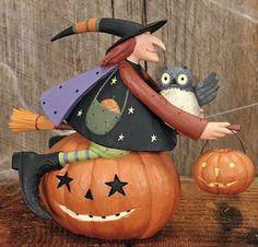Add a spooky touch to your Halloween décor with these collectible witch figurines by Williraye Studio. Halloween Quilts, Halloween Clay, Theme Halloween, Halloween Arts And Crafts, Scary Halloween, Fall Crafts, Fall Halloween, Happy Halloween, Halloween Decorations