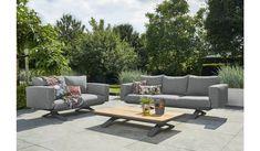 De Stockholm serie is dit jaar uitgebreid met losse loungebanken en een loungestoel. Deze prachtige sofa set bestaat uit een 3-zits, 2-zits bank en een salon tafel met alu sheet.