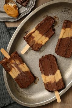 Cool down when the weather gets hot with these Chocolate Peanut Butter Fudgesicles, which taste like you're eating a peanut butter cup on a stick! Very fudgy, very decadent, and a little messy. I love popsicles. Ice Cream Treats, Ice Cream Desserts, Frozen Desserts, Summer Desserts, Ice Cream Recipes, Just Desserts, Delicious Desserts, Dessert Recipes, Biscuits
