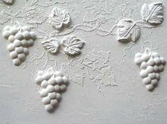 Декоративная штукатурка с объемным рисунком виноград