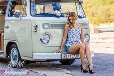 girls and cars - VW Kombi Girl Volkswagen Transporter, Transporteur Volkswagen, Vw T1, Vw Camper Bus, Vw Bus T2, Campers, Combi T1, Hot Vw, Bus Girl