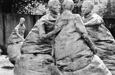 Last Conversation Piece, Juan Munoz, Hirshorn Sculpture Garden    By Juan Munoz (info)    Located at the Hirshhorn Museum (Washington, DC):