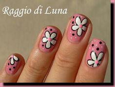 White flowers on light pink - Raggio di Luna Nails