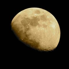 How to Photograph the Moon (With 10 Great Examples)