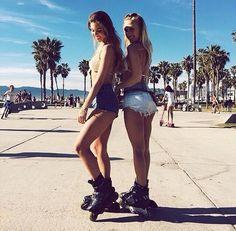 calidream Roller Skating Pictures, Denim Shorts Style, Roller Derby Girls, Skate Girl, Skateboard Girl, Fit Girl Motivation, Girls World, Instagram Girls, Friend Photos