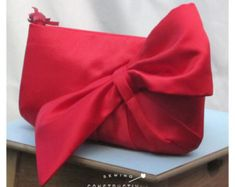 Sewing Men Clothes Chic-Diagonal-Bow-Clutch-Bag-PDF-Sewing-Pattern- - This chic clutch bag by Constructivism is fully lined with a necessary interior pocket that uses a simple technique for inserting a professional-looking sunken/ Bow Purse, Bow Clutch, Clutch Bag Pattern, Clutch Bags, Tote Bag, Beaded Clutch, Wallet Pattern, Purse Patterns, Pdf Sewing Patterns