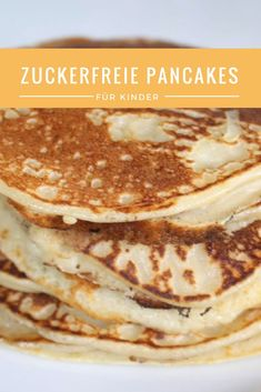 Zuckerfreie Pancakes für Babys und Kinder (BLW geeignet) – HOW I MET MY MOMLIFE Do you want to make sugar-free pancakes for your children? I have a very simple but super delicious recipe for you! It is suitable for babies who already have BLW experience! Pancake Healthy, Best Pancake Recipe, Sugar Free Pancakes, Baby Pancakes, Baby Food Recipes, Gourmet Recipes, Muy Simple, Baby Snacks, Homemade Baby Foods