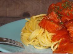 Paradicsomos sonkás gluténmentes spagetti Ki ne szeretné finom tészta ételeket? Gyorsan elkészíthető, kiadós ebéd sonkával, paradicsommal és gluténmentes spagettivel. Megmaradt húsvéti sonka felhasználási tipp.