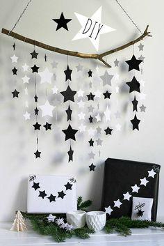 Frollein Pfau: DIY Sternenmobile {Cuchikind Adventskalender} Frollein Pfau: DIY Star Mobile {C Diy Home Crafts, Xmas Crafts, Crafts For Kids, Paper Crafts, Diy Star, Decoration Creche, Birthday Decorations, Christmas Decorations, Diy Birthday