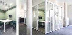 IN RUHE REDEN.  Wie – und vor allem wo – lassen sich in einem offenen, flexiblen Bürokonzept vertrauliche Gespräche führen? Auf diese Herausforderung antwortet das Bürokonzept mit einer Vielzahl von Besprechungs- und Rückzugsräumen, die über die gesamte Fläche verteilt sind. So ist jeder Mitarbeiter in wenigen Sekunden in der Lage, für ein spontanes Telefonat oder eine Konferenz die Tür hinter sich zu schließen. Zusätzliche Multifunktionsbüros für Führungskräfte erlauben den raschen Wechsel…