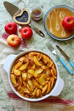 CARAMEL APPLE FRENCH TOAST CASSEROLE. The best one-pan #Holiday #breakfast #casserole #happyandharried #Christmas #French #toast #recipe #apple