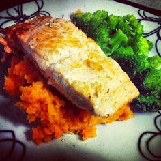 Muscle Building (or recovery) meal by@missvivicadelicious. Ingredients: salmon, mashed sweet potato, broccoli.
