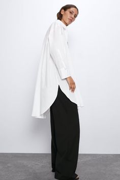 Oversized collared shirt with long sleeves. Featuring a chest patch pocket, side vents at the hem and a button-up front. HEIGHT OF MODEL: 177 cm. Staff Uniforms, White Kimono, Zara Home Stores, Dress For Success, Poplin, Spring Summer Fashion, Summer Outfits, Normcore, Street Style