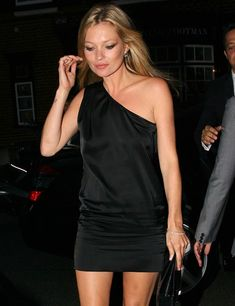 Asimétrico- ElleSpain Kate Moss Style, Moss Fashion, Miss Moss, Her Style, Style Icons, Wedding Styles, Chic, Stylish, Celebrities