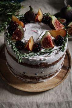 *~❄️* Black Tea, Fig & Plum Cake w/ Rosemary Blackberry.*~❄️* Black Tea, Fig & Plum Cake w/ Rosemary Blackberry.*~❄️* Black Tea, Fig & Plum Cake w/ Rosemary Blackberry. Beaux Desserts, Just Desserts, Delicious Desserts, Baking Recipes, Cake Recipes, Dessert Recipes, Dessert Bread, Bread Recipes, Cupcakes