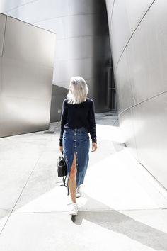 @joycecroonen dresses for LA cool in an H&M long blue denim skirt. | H&M OOTD