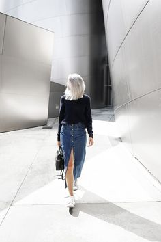 @joycecroonen dresses for LA cool in an H&M long blue denim skirt. | H&M OOTD