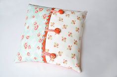 Cute pillow tutorial.  Looks so easy!