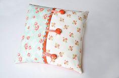 Cute pillow tutorial.