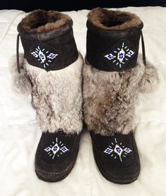 $150.00 Women's Nordstrom (Manitobah Mukluks) Size 5 REAL RABBIT FUR Boots. Native Beading Patterns, Beadwork Designs, Fur Boots, Shoe Boots, Shoes, Rabbit Fur, Diamond Are A Girls Best Friend, Mittens, Moccasins