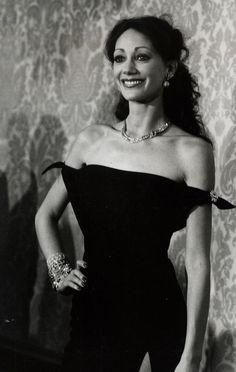 Marisa Berenson http://www.vogue.fr/mode/inspirations/diaporama/la-petite-robe-noire-habille-les-stars-1/8142/image/527784#marisa-berenson