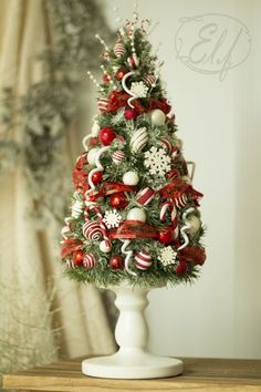 Little Christmas Tree Simple Christmas, All Things Christmas, Vintage Christmas, Christmas Holidays, Christmas Wreaths, Christmas Ornaments, Christmas Gift Decorations, Christmas Centerpieces, Holiday Crafts