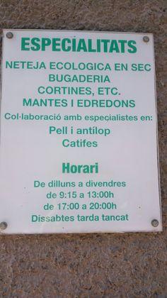Foto feta el 05.05.16 a les 16.15h al Carrer Sant Bonifaci de Piera (Barcelona). El cartell dóna informació de la bugaderia a la qual pertany. L'autor és la botiga i va dirigit a totes aquelles persones interessades en portar la roba. El cartell és visual i presenta la informació de manera clara, sintètica i amb una mida prou gran. Però, hi ha alguna errada ortogràfica com ara l'accent d'ecològica. La terminologia és pròpia d'aquest àmbit i l'horari es planteja com la de la resta de…