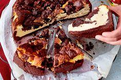 Du kannst dich nicht zwischen Käse- und Schokoladenkuchen entscheiden? Musst du auch nicht! Hier bekommst du einen Schokoboden mit cremiger Quarkmasse und