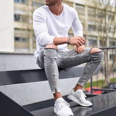 "40 Gorgeous Men Street Styles Ideas What exactly does the term ""street style"" mean? Well, the meaning is really implied in the name itself. High Street Fashion, Modern Men Street Style, Herren Outfit, Street Outfit, Mode Outfits, Fashion Pictures, Streetwear Fashion, Gorgeous Men, Mens Suits"