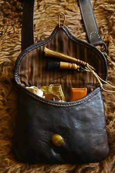 Shooting Bags, Powder Horn, Longhunter, Fur Trade, Belt Pouch, Leather Pouch, Men's Leather, Leather Projects, Mountain Man