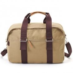 The Weekender is designed to be your faithful buddy in any situation. Whether you take it to the gym, on a weekend trip, to work, or on a flight. The main compartment contains a pocket for laptop and iPad®. It easily transforms into a backpack thanks to t