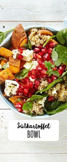 Süßkartoffel-Spinat-Salat mit Quinoa & Granatapfel www. Süßkartoffel-Spinat-Salat mit Quinoa & Granatapfel www. Healthy Snacks, Healthy Eating, Healthy Recipes, Sweet Potato Recipes, Spinach Salad, Food Inspiration, Feta, Salad Recipes, Lunch Recipes