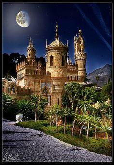 Amazing Snaps: Castillo de Colomares, Benalmádena, Spain