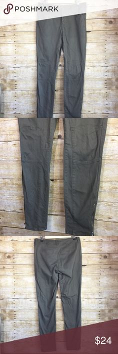 Olive Moto pants New, never worn just stored. Signature Studio Olive green skinny pants. Has zippers at the bottom. Has Moto style accents on the legs.  Length - 39 inch Waist - 30 inch signature studio Pants Skinny