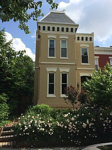 VRBO.com #3750522ha - 2 Bed Apartment in Historic Row Home, Moments from Eastern Market $123/person