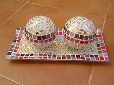 Resultado de imagem para bandeja com mosaico Broken China, Mosaic Tiles, Diy And Crafts, Centerpieces, Decorative Boxes, Home Decor, Google, Funny Pictures, Crate