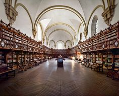 University of& Library, Salamanca, Spain and the other most beautiful college libraries in the world Library University, College Library, Chicago University, College Campus, Beautiful Library, Dream Library, Beautiful Space, Library Quotes, Viajes