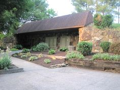 A neat retaining-wall style underground home currently for sale in Williamsburg, KY Underground Living, Underground Homes, Home Design Decor, House Design, Roof Design, Earth Sheltered Homes, Earth Homes, Earthship, Round House