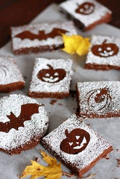 Cute decor for Halloween brownies!! Looks like you sprinkle powdered sugar overtop of small cut outs. Adorable!!