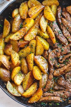 steak recipes Garlic Butter Steak and Potatoes Skillet - This easy one-pan recipe is SO simple, and SO flavorful. The best steak and potatoes youll ever have! Steak Potatoes, Skillet Potatoes, Butter Potatoes, Garlic Roasted Potatoes, Potato Recipes, Paleo Recipes, Healthy Steak Recipes, Meat And Potatoes Recipes, Flank Steak Recipes