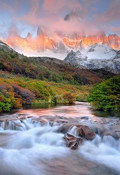 Monte Fitz Roy, Parque Nacional de Los Glaciares, Patagonia, Argentina.  by Saul Santos Diaz