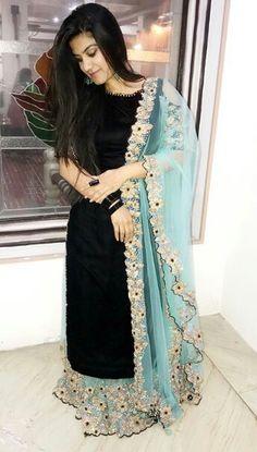 Pakistani Fashion Party Wear, Indian Party Wear, Bollywood Fashion, Punjabi Fashion, Stylish Dress Designs, Stylish Dresses, Fashion Dresses, Indian Gowns Dresses, Pakistani Dresses