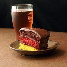german flag layer cake - might be cool for Oktoberfest? Oktoberfest Party, Deutsche Desserts, German Desserts, German Recipes, German Baking, Flag Cake, International Recipes, Let Them Eat Cake, Love Food