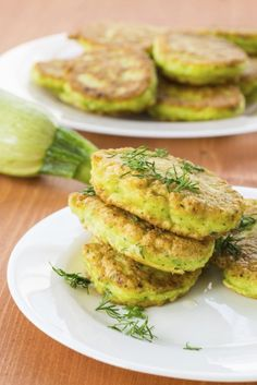 Ricetta pancake alle zucchine - per portare in tavola uno sfizioso aperitivo o una cena veloce e salutare, ecco la ricetta semplice e sana dei pancake salati