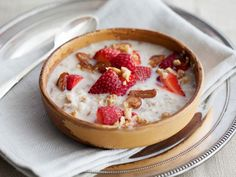 Chilled Strawberry-Date Oatmeal