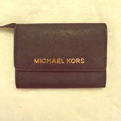 MICHAEL KORS COIN PURSE Used but good condition! Please no trades Michael Kors Accessories Key & Card Holders